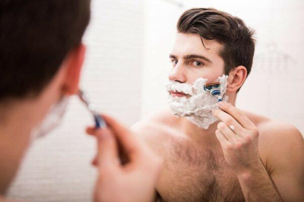 Cách chăm sóc da mặt sau khi cạo râu, giảm kích ứng, mẩn đỏ